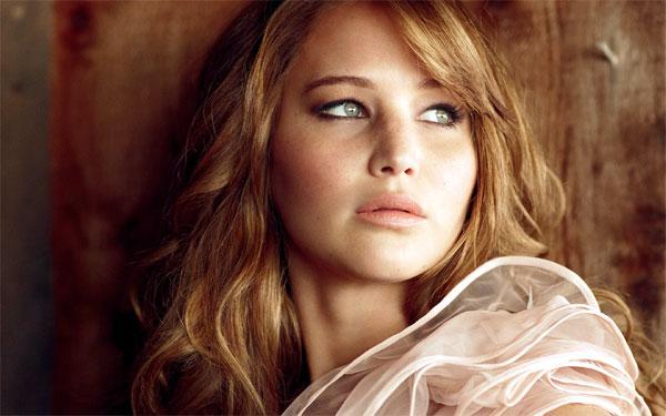 Jennifer Lawrence Beyoncé'nin Survivor şarkısıyla dans etti ve Marie Claire dergisine poz verdi